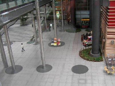 日テレ地下広場