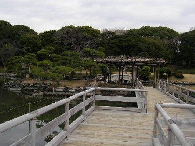 庭園の中橋