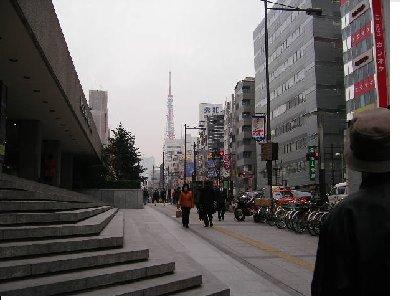 東京タワーに向かって