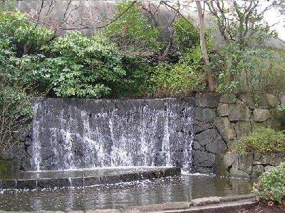 不忍池の滝