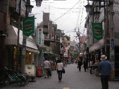駒込駅へ商店街